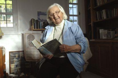 Pilar Chaves, hija del escritor y periodista Manuel Chaves Nogales, durante una entrevista en su casa de Marbella  en 2011.
