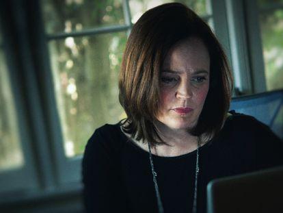 La escritora Michelle McNamara, en un instante de 'El asesino sin rostro'