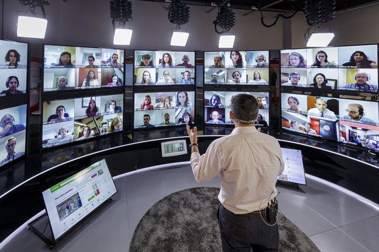 Un profesor de IESE Business School imparte una clase virtual.