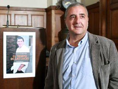 El periodista Fermin Munarriz, ayer durante la presentación de su libro-entrevista con Arnaldo Otegi.