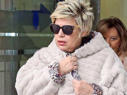 Terelu Campos y su madre, María Teresa Campos, a la salida del Hospital Jiménez Díaz, en Madrid, el 12 de noviembre.
