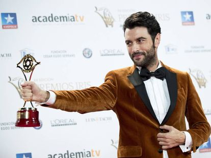 Javier Rey posa con el galardón a Mejor actor por su actuación en Fariña.