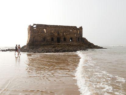 Ruinas de Casamar (Port Victoria), puesto comercial británico  de finales del XIX.