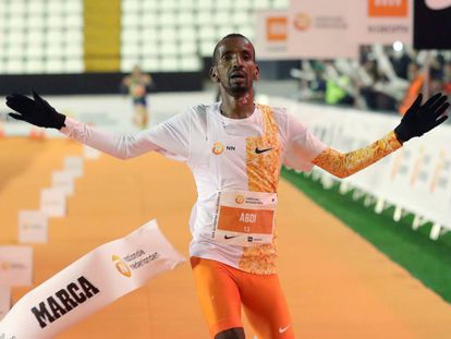 El belga-somalí Bashir Abdi entra como vencedor de la San Silvestre Vallecana.