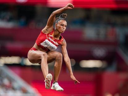 Ana Peleteiro, durante la final olímpica de triple salto en Tokio.
