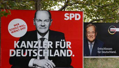 Carteles electorales en Berlín. En primer plano, el de Olaf Scholz, candidato socialdemócrata y ministro de Finanzas del actual gobierno de Angela Merkel. En segundo plano, el del candidato conservador, Armin Laschet.