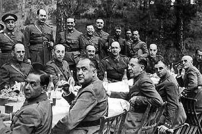 Francisco Franco, seated in the center of the second row, presides over a meal of the chiefs and officers of the garrisons of the Canary Islands in the first days of July 1936.
