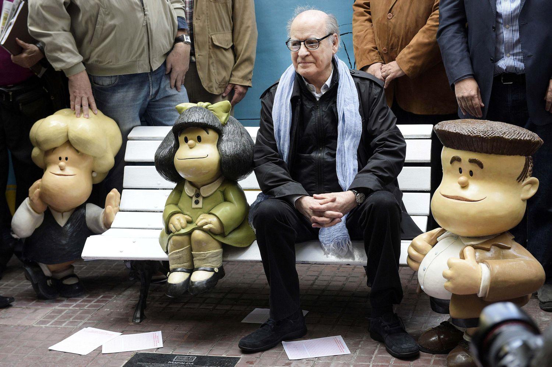 Quino inaugura en septiembre de 2014 las estatuas de Mafalda y sus amigos en San Telmo, al cumplirse 45 años de la publicación de la tira.