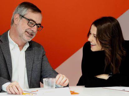 El secretario general de Ciudadanos José Manuel Villegas, y la líder de la formación en Cataluña, Inés Arrimadas.