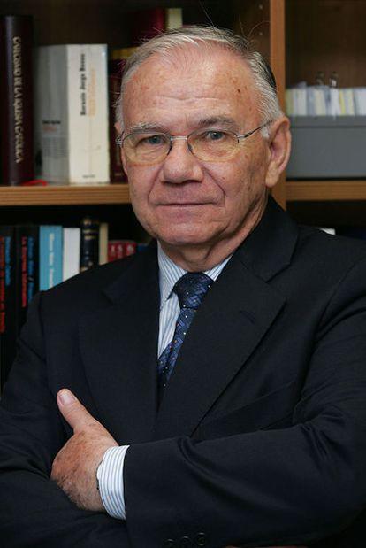 Alfonso Nieto, exrector de la Universidad de Navarra.
