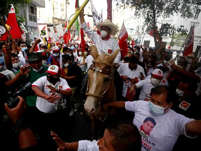 El candidato Pedro Castillo, este jueves en el cierre de campaña.