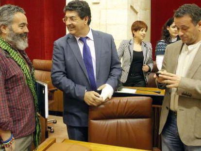 Sánchez Gordillo, Diego Valderas y José Antonio Castro, en un pleno del Parlamento andaluz en mayo de 2012.