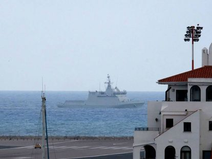 El buque de la Armada española 'Tornado' navega en las proximidades de Gibraltar.
