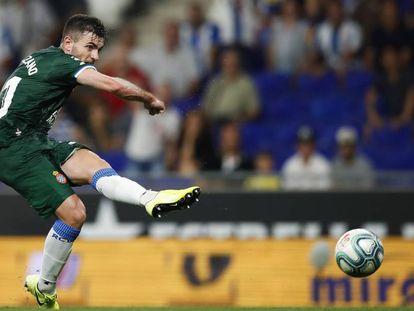 Campuzano marca el tercer gol del Espanyol ante el Lucerna.
