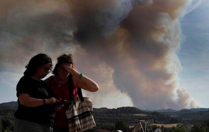 Columna de humo durante el incendio forestal de Santa Coloma de Queralt, este sábado.