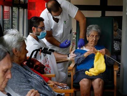 Tercera vacuna para los usuarios de las residencias de  Sant Pere de les Fonts en Terrasa.