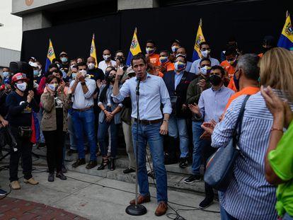 Juan Guaidó comparece este martes en Caracas para valorar la salida de la cárcel de Freddy Guevara.