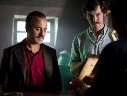 Javier Gutiérrez y Raúl Arévalo, en el 'thriller' 'La isla mínima'.