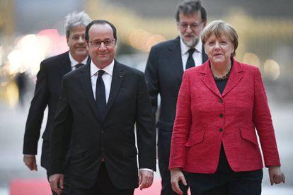 Hollande, Merkel, Gentiloni y Rajoy en su reunión en Versalles.