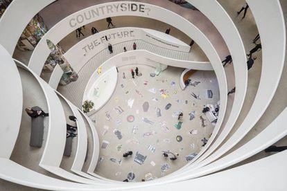 Vista de la muestra de Rem Koolhaas en la espiral de Museo Guggenheim de Nueva York.