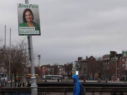 Un cartel electoral del Sinn Féin en el centro de Dublín.