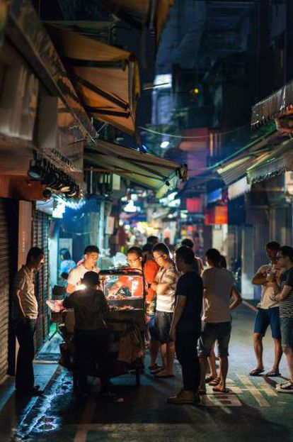 Taipéi de noche. La capital se caracteriza por las calles rectas y la arquitectura occidental.