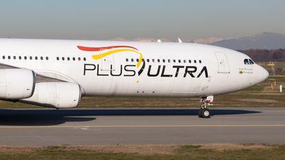 Un avión de la compañía Plus Ultra, en el aeropuerto de Milán en 2019.