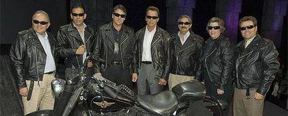 Gobernadores de México y Estados Unidos, con Arnold Schwarzenegger en el centro,  caracterizados como personajes de la película 'Terminador'