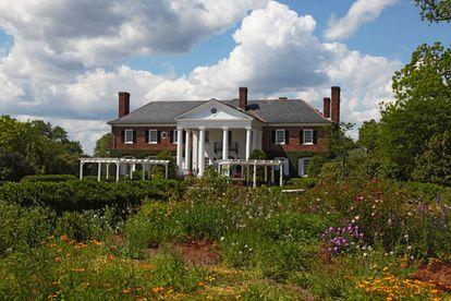 Boone Hall (Charleston, EE.UU.), un lugar en el que miles de esclavos afroamericanos tenían que producir ladrillos y recoger nueces y melocotones, fe el escenario para la boda de Blake Lively y Ryan Reynolds en 2012. |