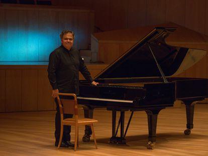 El pianista Arcadi Volodos durante su recital, este lunes, en Zaragoza.