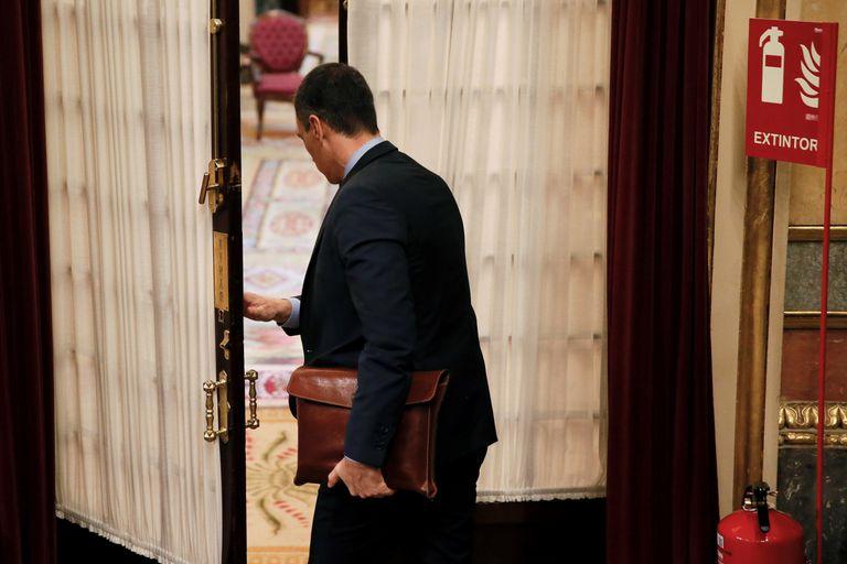 El presidente del Gobierno, Pedro Sánchez, tras asistir al pleno celebrado este miércoles en el Congreso.