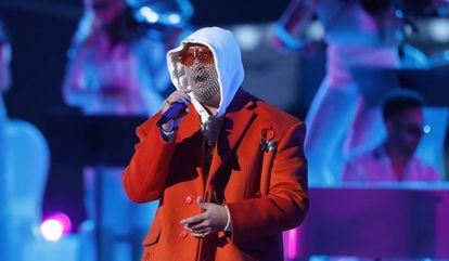 Bad Bunny actúa en los Grammy Latinos, este jueves en Las Vegas.