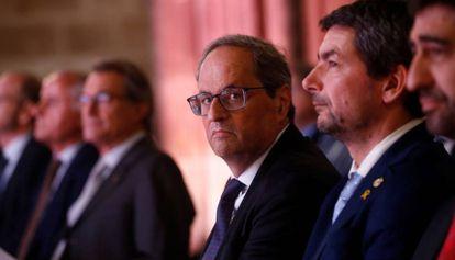 El presidente de la Generalitat, Quim Torra, acompañado del presidente de la Cambra de Barcelona, Joan Canadell (d), este martes.