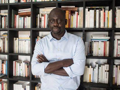 El filósofo senegalés Felwine Sarr posa durante una entrevista con Efe.  EFE/María Rodríguez