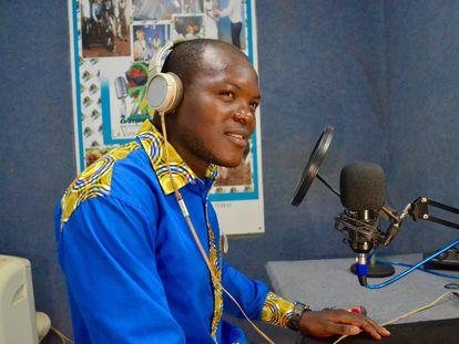 François Urbain Leuga Moumi durante la emisión de uno de los programas de 'Español para todos' el pasado mes de agosto en Yaundé.