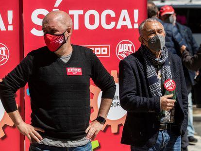 Los secretarios generales de UGT y CCOO, Pepe Álvarez (derecha) y Unai Sordo (izquierda), este lunes en Madrid.