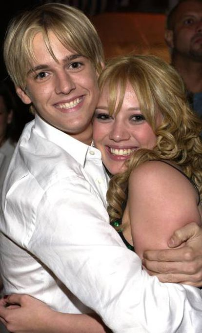 El cantante Aaron Carter con la actriz y cantante Hilary Duff.