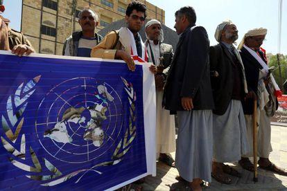 Yemenías protestaron el lunes frente a la sede de la ONU por los ataques aéreos de la coalición liderada por Arabia Saudí.