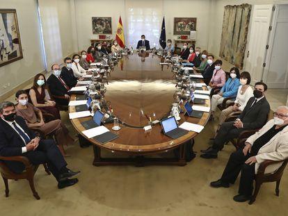 Pedro Sánchez preside la primera reunión del Consejo de Ministros tras la remodelación del Gobierno, el martes.