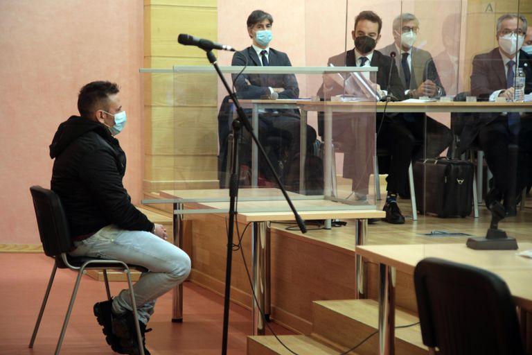 Antonio M.G., 'El Kiki', acusado de asesinar al guardia José Manuel Arcos en octubre de 2018, este lunes en la Audiencia Provincial de Granada.
