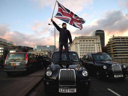 Portesta de taxistas contra Uber en Londres, en 2018.