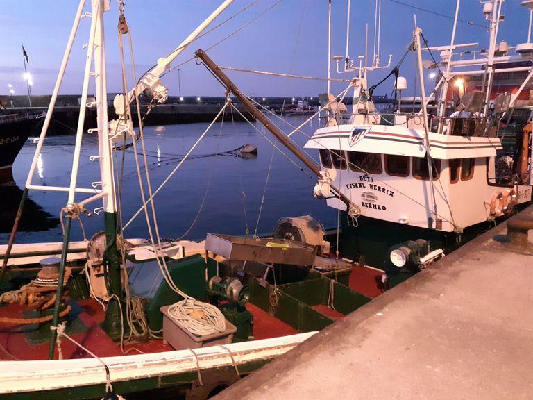 Barco de pesca en el Puerto de Bermeo (Bizkaia).