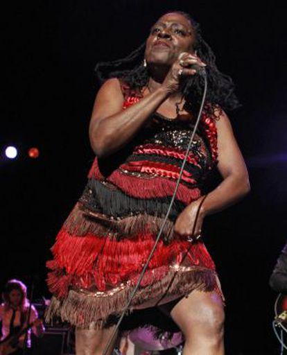 Sharon Jones, durante su actuación anoche en el Circo Price.