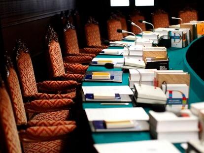 Dos escritoras compiten hoy por un sillón en la Academia