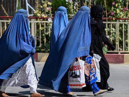 Mujeres afganas con burka en Afganistán este 1 de septiembre.