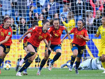 Las jugadoras españolas celebran un gol de Jenni Hermoso durante la Copa Femenina de Fútbol 2019.