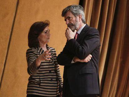La vicepresidenta Carmen Calvo junto al presidente del Tribunal Supremo, Carlos Lesmes, el pasado jueves en un acto en Madrid.