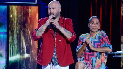 Kiko Rivera y su madre, Isabel Pantoja, en el programa 'Supervivientes', en julio de 2019.