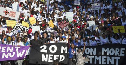 Manifestación el lunes en Durban para pedir acceso universal al tratamiento antirretroviral.