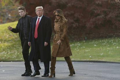 Donald y Melania Trump, con su hijo Barron.